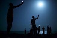 «Signal»: Afrikanische Flüchtlinge an der Küste von Dschibuti (John Stanmeyer (USA)/National Geographic)