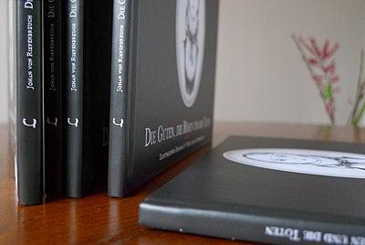 Buchrücken mit Logo, auch das Corporate Design wurde von mir entwickelt