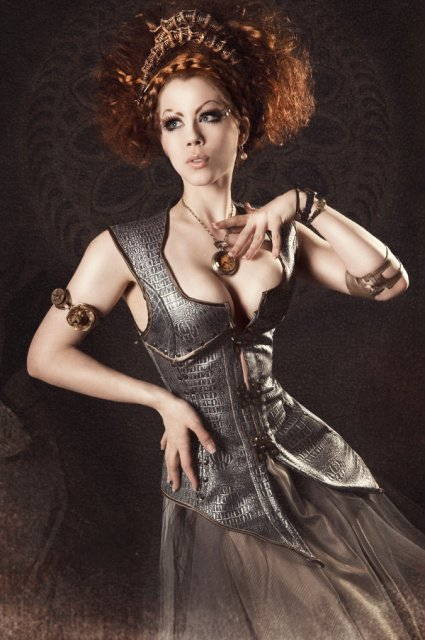 Fashion: Elfenrausch, Model: Ophelia Overdose