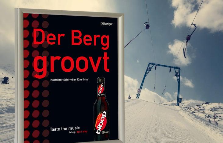 Plakate am Lift einer Skipiste für Köstritzer bibop