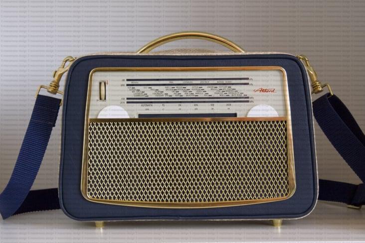 Akkord U 62 Radiohandtasche dunkelblau-beige front