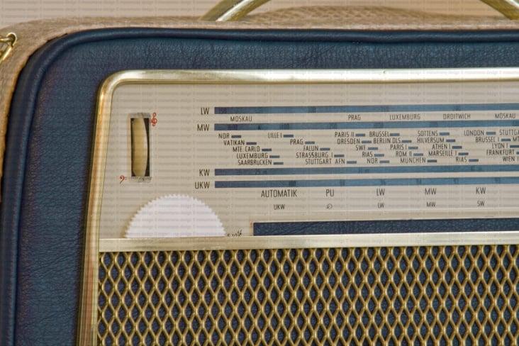 Akkord U 62 Radiohandtasche dunkelblau-beige detail