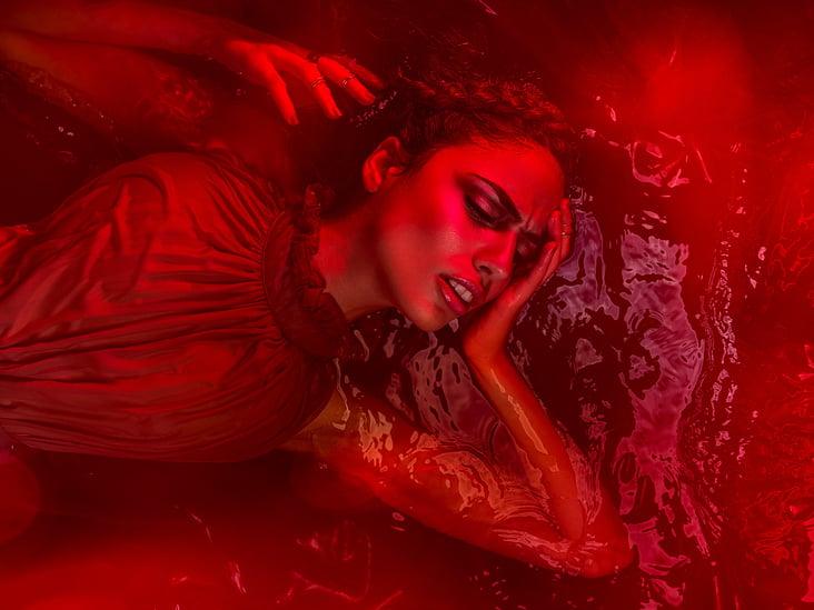 bloodflows  Photographer: Hart Worx / Hartmut Nörenberg  Hair & Make-Up: Lisa Bo  Grooming / Styling: von mir / Musitowski