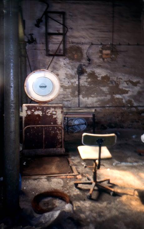 Stuhl in alter Lebkuchen Fabrik 1982