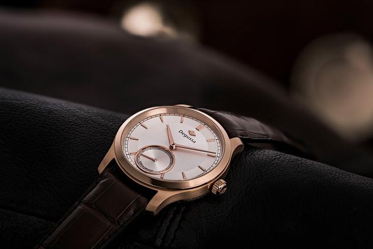 Uhr auf Leder
