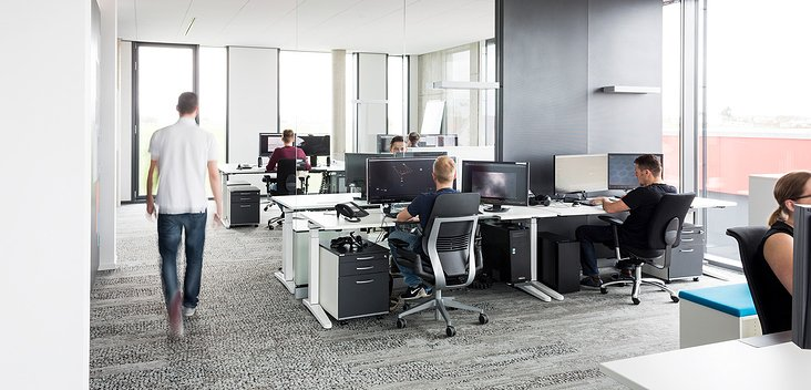 Moderne und helle Arbeitsplätze